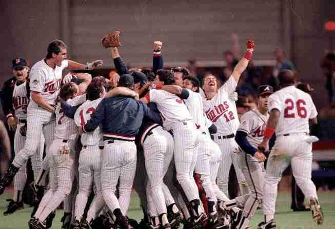 1987-twins-celebrate